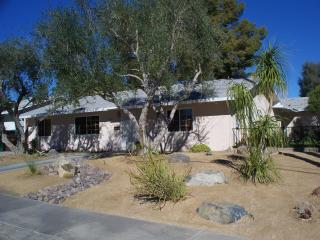2 bdr 2 bth +den  home in Palm Desert Country Club