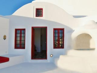 Senior Architect's Cave House, Oia