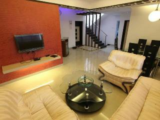 Simply Offbeat 2 bhk Luxury Lonavala Bungalow, Lonavla