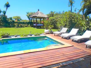 BEAUTIFUL 3 BEDROOM VILLA  AT 150M FROM THE BEACH, Canggu