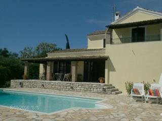 Belle Villa Independante avec piscine privee Corfu, Corfu Town
