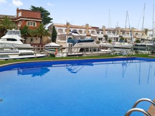 Comfortable apartment with 3 pools, Rosas