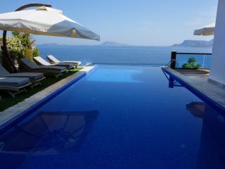 Luxury 4 Bedroom Sea Front Villa  Villa İpsili, Kas