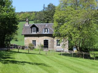 Beautiful Country Cottage,  wi-fi, heating, tennis, Cupar