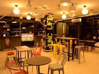 Junction Hostel, Makati
