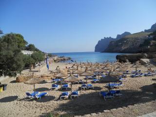 Playa Cala Molins. Pollenca. 2 dort.