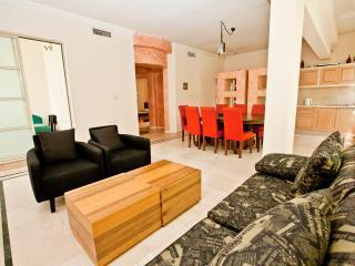 exclusive and spacious three-room, Tel Aviv