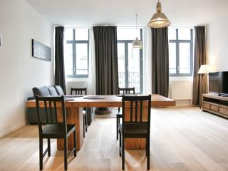 Spacious La Monnaie 2C apartment in Brussels Centre with WiFi & lift.