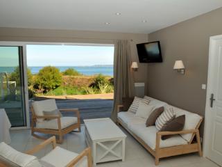 Villas vue mer avec piscine à 100m de la plage, Roscoff