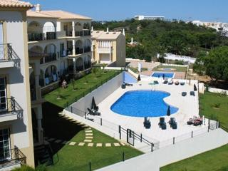2 bedroom Albufeira apartment short walk to beach