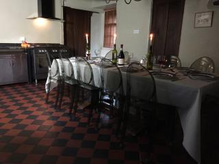 Derbyshire Village House sleeping up to 18 adults, pub, shop in walking distance