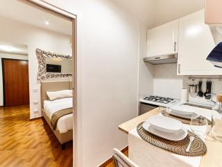 ingresso, camera da letto, cucina