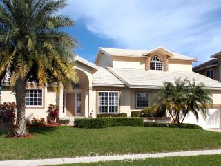 MARIANA COURT - 5 Bedrooms, Amenities Galore!, Marco Island