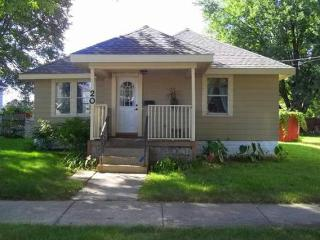 Silver Lake House - 2 bedroom 1 bath; 2 miles from Mayo Clinic, Rochester