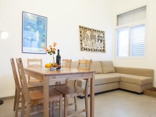 Carmel Apartments - 'Hadar' - spacious  apartment in the heart of Haifa