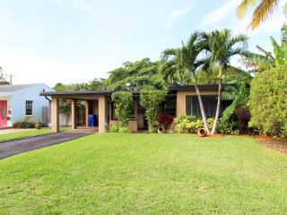 Clean, Stylish Home- Comfortable and Convenient, Fort Lauderdale