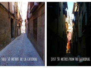 A solo 50 metros de la catedral, no puedes estar más cerca de todo.