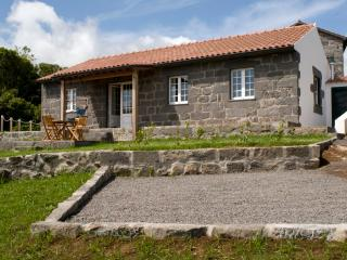 River Cottage - Peaceful & beautiful setting AL581, Cedros