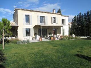 BEAUTIFUL HOUSE IN THE ALPILLES IN PROVENCE, Paradou