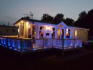 4 platinum grade lakeside caravans and lodge for hire