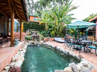 Hawaiian Hut guest house in tropical resort!, Los Angeles