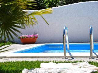 Trullo Iris -  Lovely private pool, wifi, air con, Martina Franca