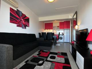 Luxury Red Apartment with Balcony & Oceano View