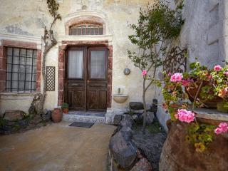 Cave House 'Le Petit', Mesaria