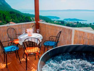 Luxurious apartment TEA with jaccuzzi and seaview, Makarska
