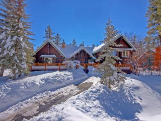 Beautiful Log Home in Luxury Neighborhood, Big Bear Region