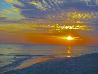 Gulf Views - Sunset Watch- 1 House Back from Beach, Alys Beach