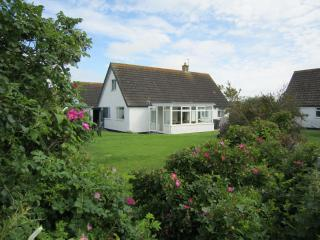 Holiday Cottage 2 mins walk to beach & high street, Rhosneigr