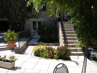 Garden level 2-bed apartment with private terrace, Ceret