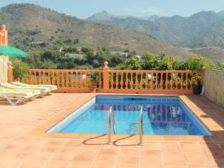 VILLA NURIA.PRIVATE POOL. WIFI. PARKING, Frigiliana