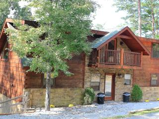 2 King Master Suites, PRIME Location, ARCADE, Easy/Flat Access,Dollywood 6 Miles