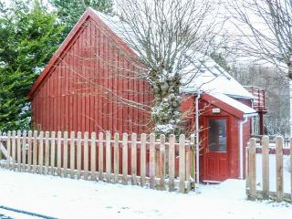 STRATHAVON CHALET, large balcony, lots of walking nearby, WiFi, Aviemore, Ref 930936