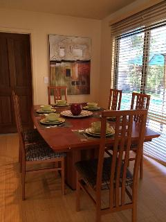 Dining area, seats 6...