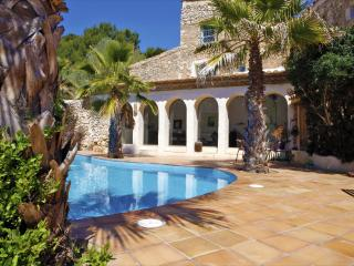 Authentic Villa close to Sitges for 8