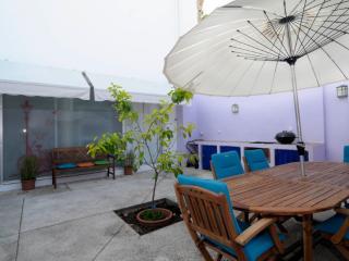 La casa del limonero. Patio de uso exclusivo y piscina en la azotea.