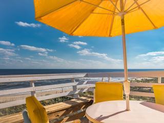 180 Degrees Oceanfront View!!! Top Floor End Unit!, Carolina Beach