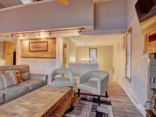 Wonderfully Remodeled 2 Bedroom W/Loft Sleeps 8, Breckenridge