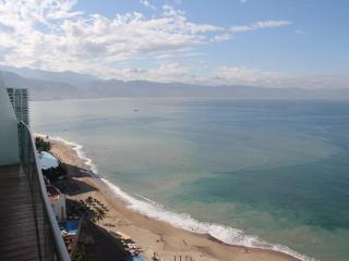 Amazing View on 27th Floor in luxury complex, Puerto Vallarta