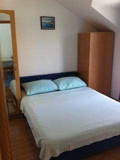 C(2+2): bedroom