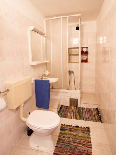 A1-Mali(2+1): bathroom with toilet