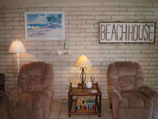 Recently updated beachfront, ground floor condo!, Port Aransas