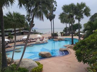 155 sq mtr Condo. Superb views fantastic pool area, Pattaya