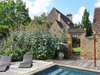 Charming house with swimming pool, Saint-Amand-de-Coly