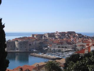 Large 4 Bedroom Apartment with Amazing View!, Dubrovnik