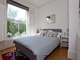 Stylish and Modern Apartment with Sun Terrace, London