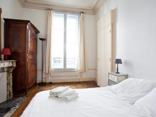 Large, hyper-central family flat for up to 6 - P4, Paris